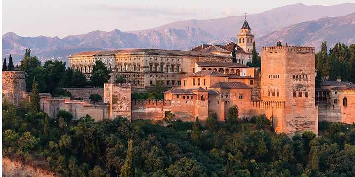 4 excursiones en autobús imprescindibles en Granada