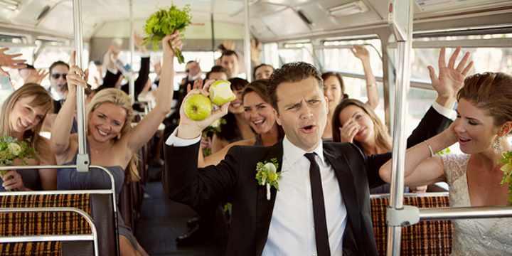 ¿Por qué contratar un autobús para tu boda en Granada es una idea genial?