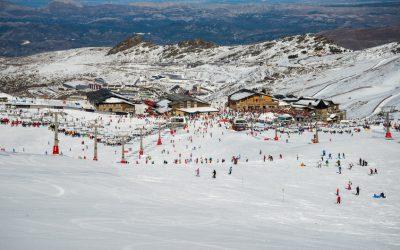 ¿Por qué ir a esquiar a Sierra Nevada en autobús?